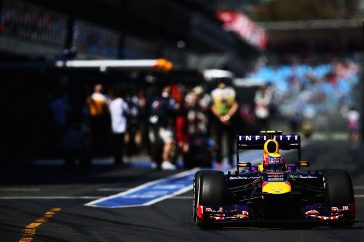 O Australiano Mark Webber saindo dos boxes / Foto: Red Bull/ Paul Gilham/ Getty Images